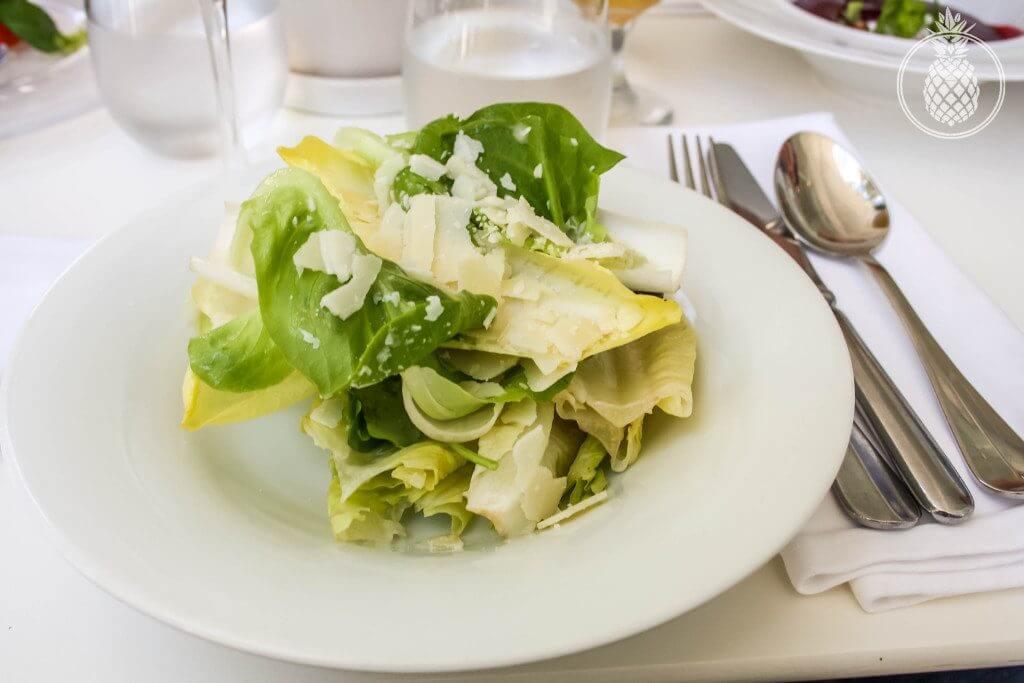 מסעדת פאסטל מוזיאון תל אביב - סלט אנדיב וחסות