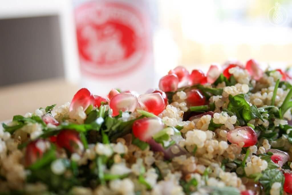 Healthy Quinoa salad with pomegranate and herbs    סלט קינואה פשוט ובריא עם רימונים והמון עשבי תיבול-