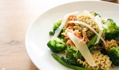 פסטה איטלקית ברוטב שמן זית והמון ירקות ירוקים