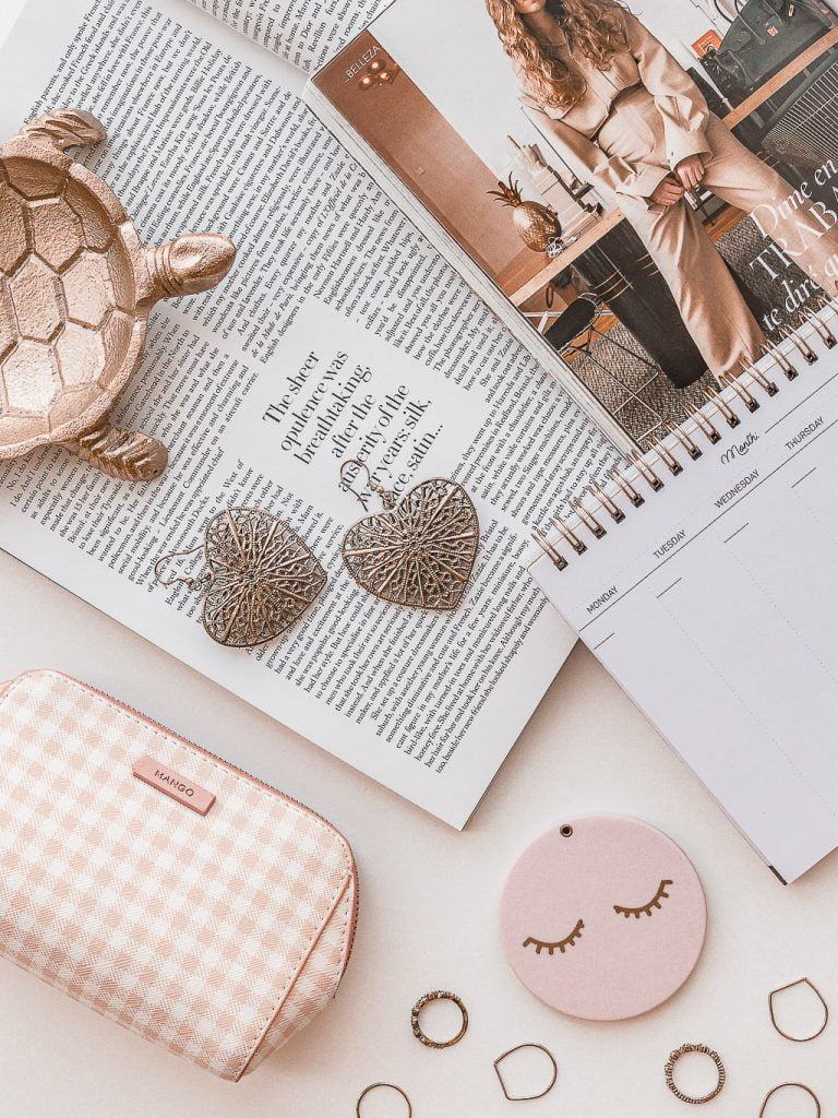 Flatlay Photography Tips and Ideas For Beginners - 5 tips to help you take better flatlay photos for your blog, business, or Instagram for beginners. (+ Pink flatlay inspiration!)