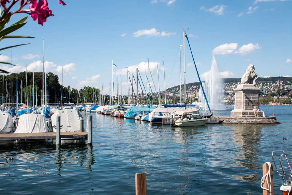 Quai 61 Bar & Deck - Where To Eat In Zurich - The best places to eat to enjoy sweet and savory food in Zurich, Switzerland | Travel the world | Travel destinations | To see the full article click on the photo
