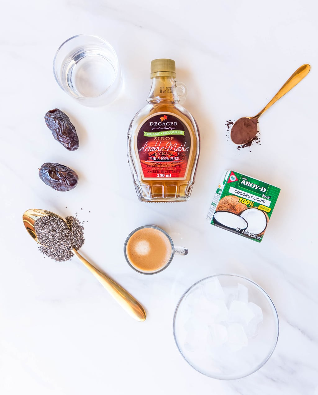 Clean Eating Iced Coffee Mocha Recipe - it's simple, SUGAR FREE, healthy drink you can make in the comfort of your home!