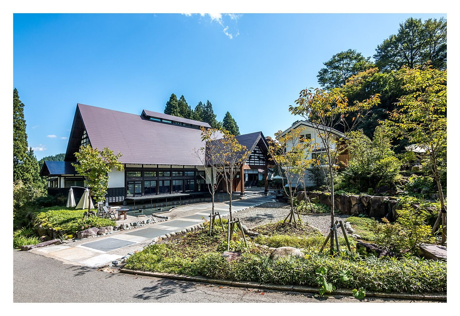 Traditional meets modern - This luxury hotel is a beautiful ryokan with the most amazing onsen. It's only 2 hours away from Tokyo! | Japan, photography diary , landscape