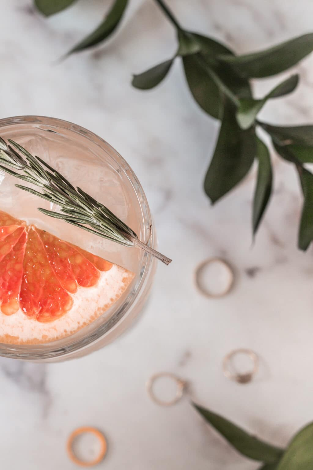 Gin and tonic with grapefruit & rosemary summer cocktail recipe - great for brunch, parties, weekends and happy hour!