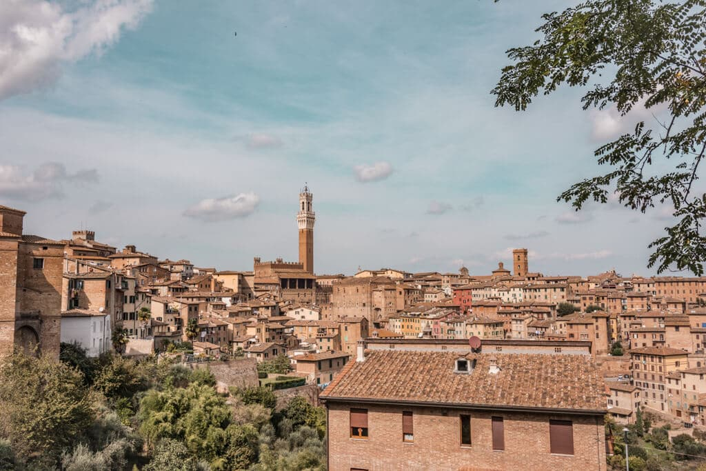 Sienna || A Guide For Planning A Trip To Tuscany, Italy - Things to do, including food & restaurants tips, wineries, and road trip tips