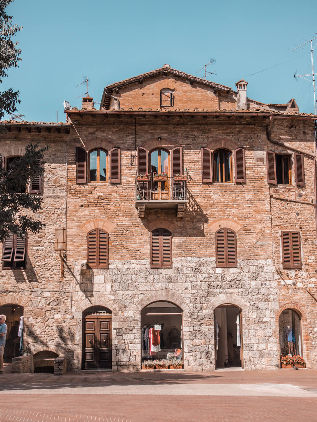San Gimignano    A Guide For Planning A Trip To Tuscany, Italy - Things to do, including food & restaurants tips, wineries, and road trip tips