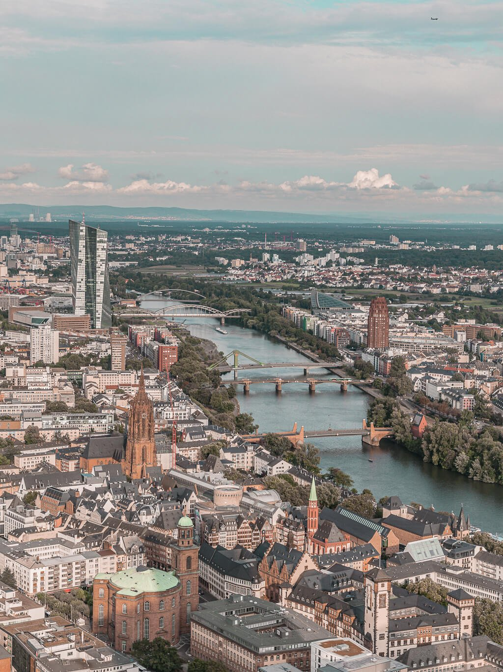 Think Frankfurt is boring? Definitely not! Here are 20 photos that make you want to pack your suitcase and get a short break in town