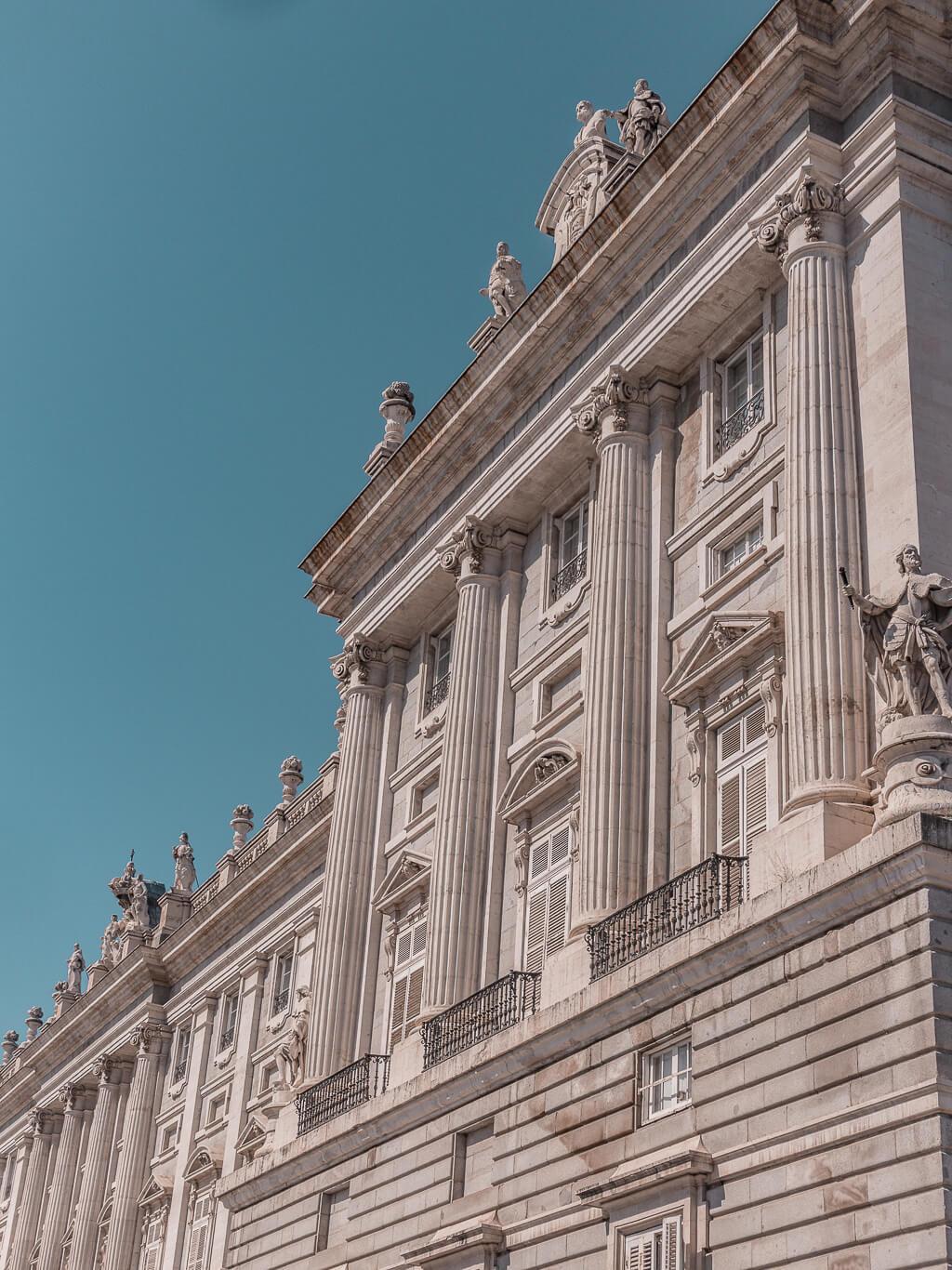 A Guide For Planning A Trip To Madrid - Things to do in the Spanish capital {4 day itinerary, including food & restaurants tips, shopping and sightseeing}   מדריך טיול למדריד - מה יש לעשות במדריד   שופינג במדריד