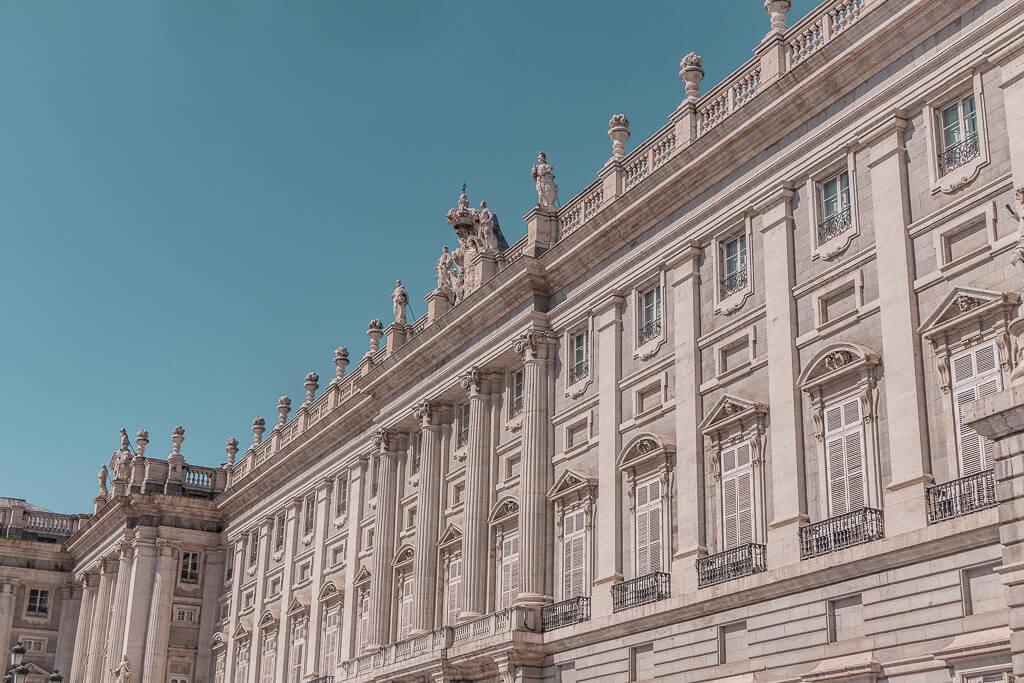 A Guide For Planning A Trip To Madrid - Things to do in the Spanish capital {4 day itinerary, including food & restaurants tips, shopping and sightseeing} | מדריך טיול למדריד - מה יש לעשות במדריד | שופינג במדריד