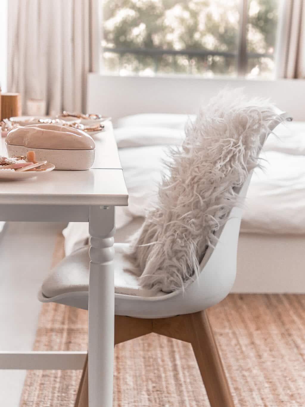 סיור בחדר השינה שלי - עיצוב אקלקטי סקנדינבי, ג׳ונגל אורבני | Hedonistit bedroom tour - eclectic nordic urban jungle home styling